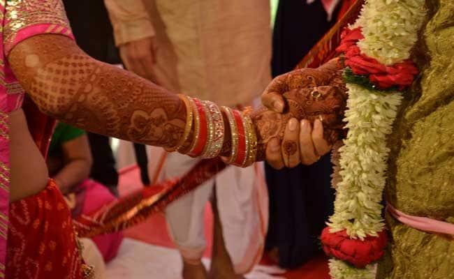 कमांडर की प्रताड़ना भी नहीं कर सकी नक्सली प्रेमियों को अलग, पुलिस ने कराई शादी