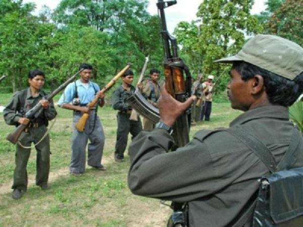 छत्तीसगढ़: Bijapur में नक्सलियों ने मासूम गांव वालों को बेरहमी से पीटा