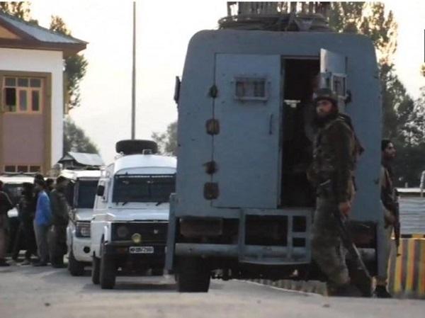 जम्मू-कश्मीर: अनंतनाग में सुरक्षाबलों पर आतंकी हमला, 10 घायल