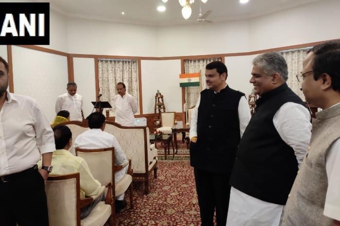 बीजेपी-एनसीपी की सरकार के बाद महाराष्ट्र और केंद्र की राजनीतिक रूपरेखा