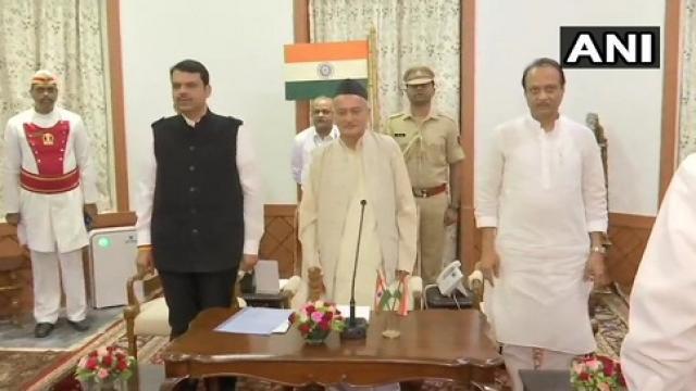 फडणवीस बने सीएम-अजीत पवार डिप्टी सीएम, महाराष्ट्र की राजनीति ने चौंकाया