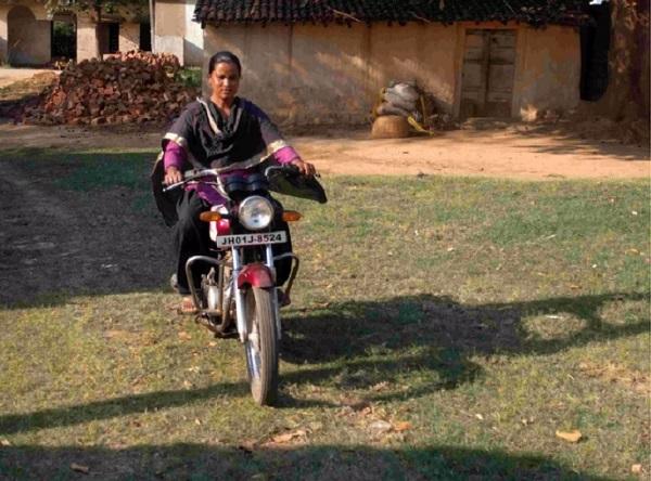 Jharkhand: ग्रामीण महिलाओं ने दिखाई अपनी ताकत, अब नहीं फंस पाएंगी नक्सलियों के चंगुल में
