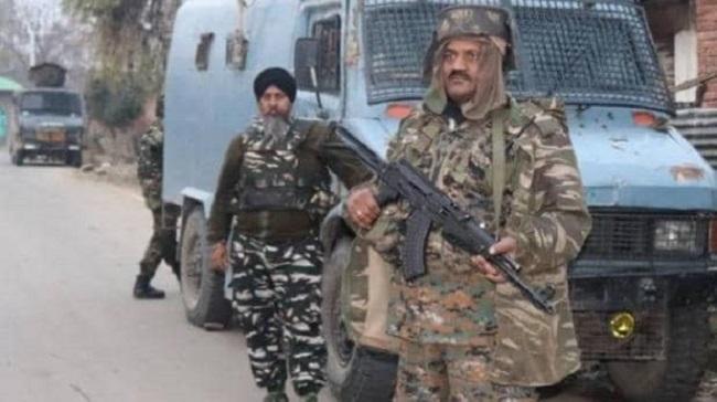 जम्मू-कश्मीर: पुलवामा (Pulwama) में सुरक्षाबलों ने दो आतंकियों को मार गिराया