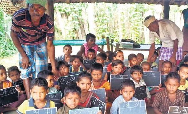 Chhattisgarh: बीजापुर के नक्सल प्रभावित इलाके में 14 साल बाद खुला स्कूल