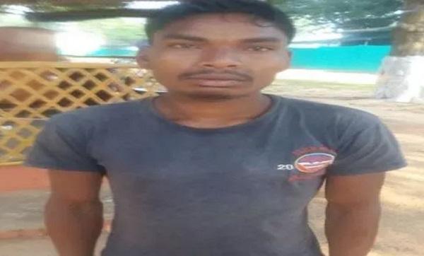छत्तीसगढ़: बीजापुर के बाद दंतेवाड़ा (Dantewada) में पुलिस को मिली कामयाबी, नक्सली को घेर कर दबोचा