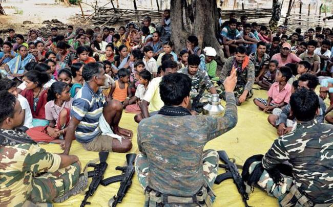 नक्सल प्रभावित इलाकों में CRPF चला रही अभियान, टेलीफिल्म दिखाकर लोगों को किया जा रहा जागरूक
