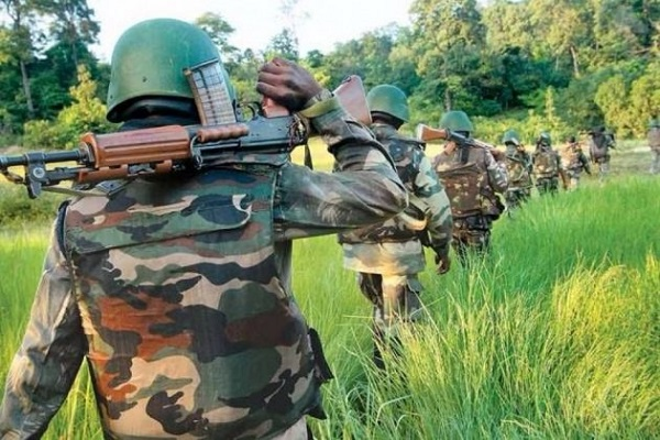 झारखंड: लातेहार (Latehar) में सुरक्षाबलों ने बरामद किया विस्फोटक