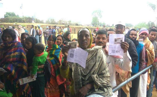 Jharkhand Assembly Elections: बड़े नक्सली नेताओं के परिजनों ने दिखाया लोकतंत्र में विश्वास
