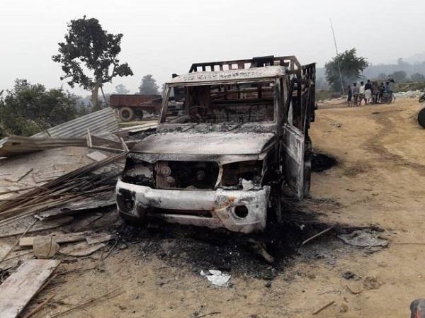 झारखंड: नक्सलियों ने सरायकेला में सड़क निर्माण में लगी गाड़ियों को फूंका, चतरा में भी करोड़ों की मशीन जलाई