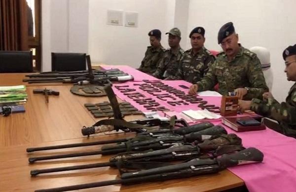 झारखंड: लातेहार पुलिस ने TPC के कमांडर सहित पांच नक्सलियों को गिरफ्तार किया, भारी मात्रा में हथियार बरामद