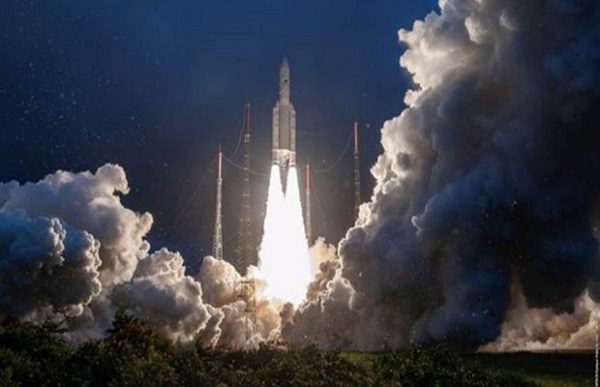 देश का सबसे शक्तिशाली संचार उपग्रह जीसैट-30 लॉन्च, ISRO के नाम एक और कामयाबी