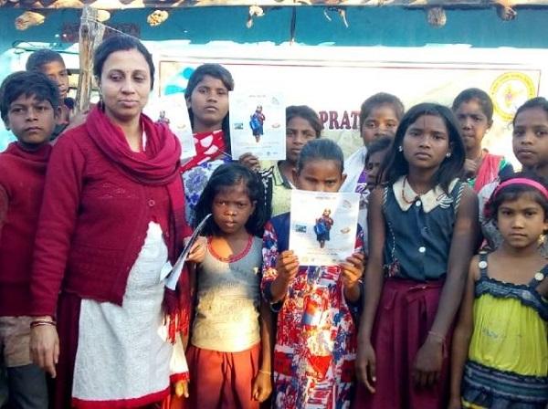 जमीन की 'सुपर-वुमन' नक्सली इलाके में जगा रही हैं शिक्षा की अलख