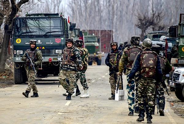 Jammu-Kashmir: गणतंत्र दिवस से ठीक पहले पुलवामा में मुठभेड़, जवानों ने एक आतंकी को मार गिराया