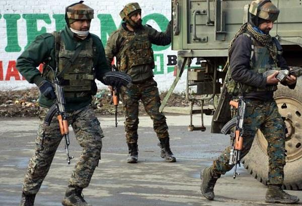 जम्मू-कश्मीर: पुलवामा में मुठभेड़, सुरक्षाबलों ने एक आतंकी को किया ढेर